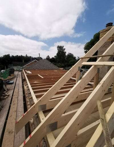 Building a new roof using timber roof trusses from ETE Ltd